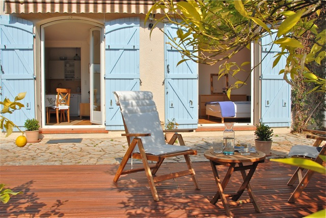 French Riviera Holiday Rental: Deck view on apartmen